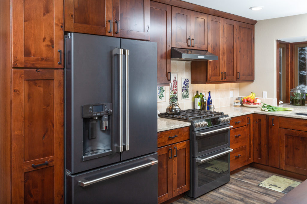 Cherry Shaker Kitchen with Custom Artisan Tiles