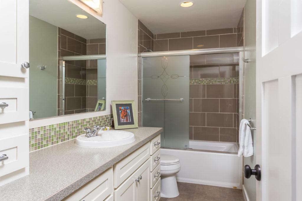 Casual Modern Guest Bathroom - Anchorage, AK